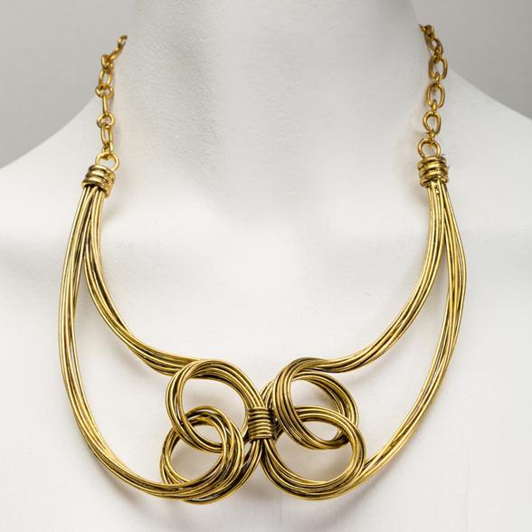 A Goldtone Knot Detail Wire Choker 1980s